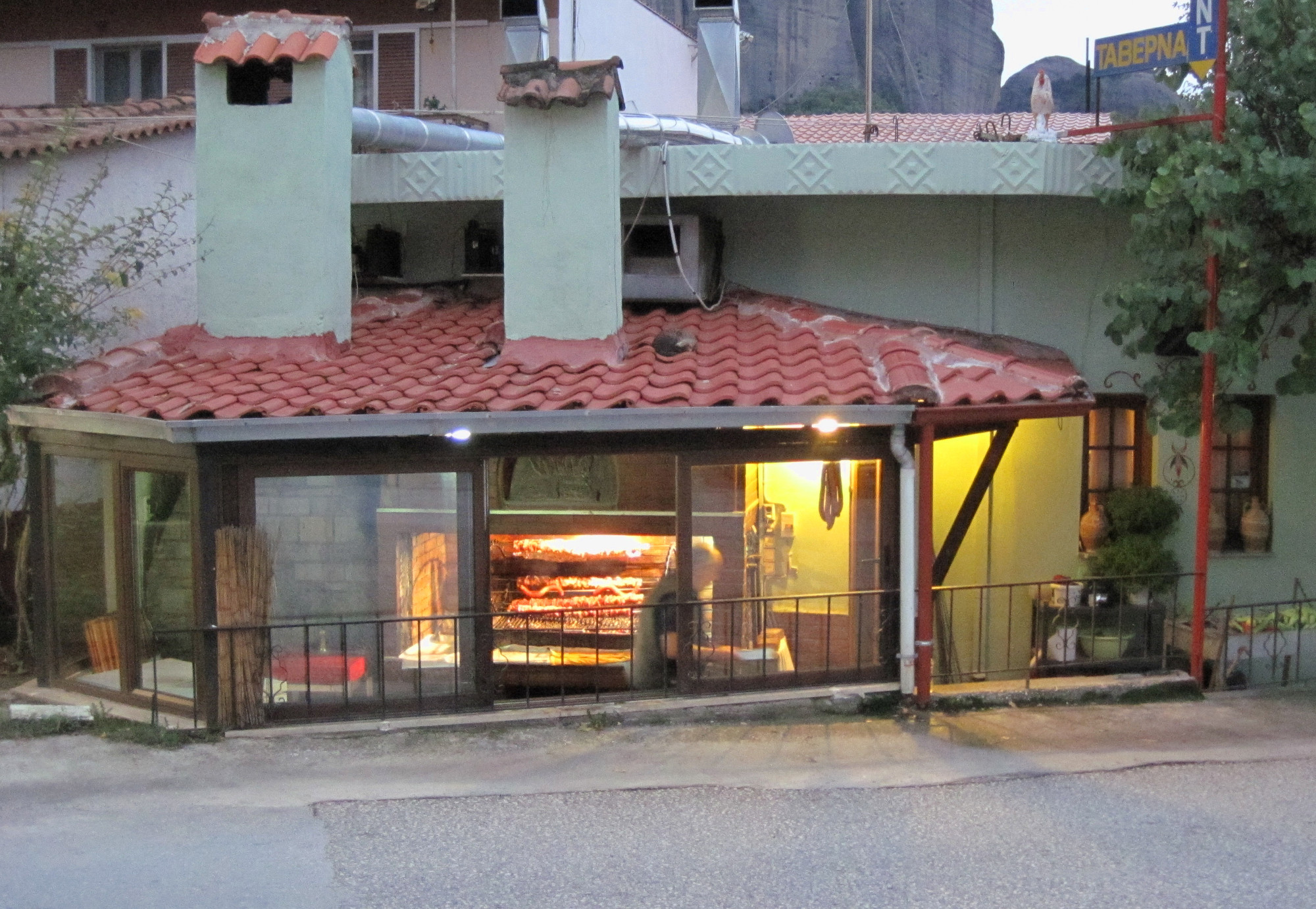 Grill a kedvenc éttermünkben: Meteo Restaurant (Doupianifels-től kb. 200 m-re)