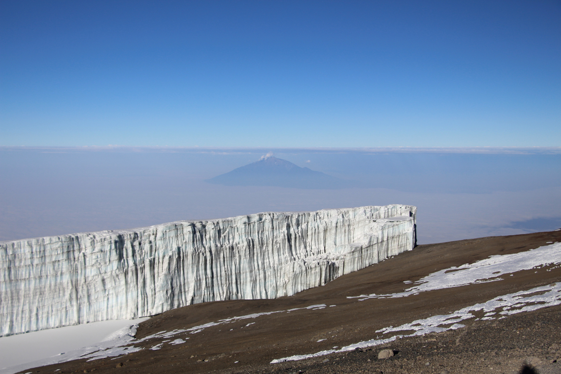 kibo_crater meru peak