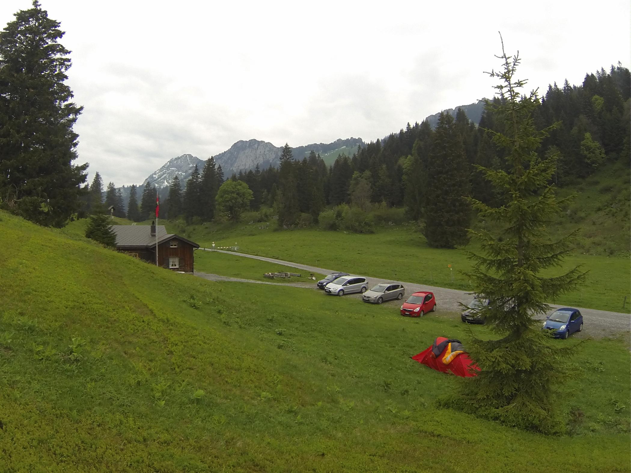 Alpin Camping háttérben a Brügglerrel